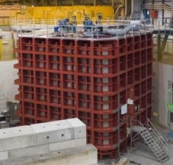 DUNE-prototypene er store dypfrysere spekket med elektronikk som kan fange opp spor etter nøytrinoer. (Foto: CERN)