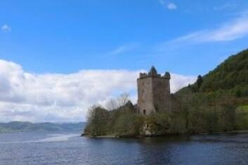 Urquhart Castle ved bredden av sjøen Loch Ness i det skotske høylandet. (Foto: Pixabay/Woodypino)