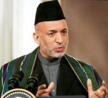 Hamid Karzai ble i 2001 utnevnt av FN til å være leder av Afghanistans overgangsregjering. I 2004–2014 var han landets første demokratisk valgte president. (Foto: Paul Morse / Wikimedia Commons)