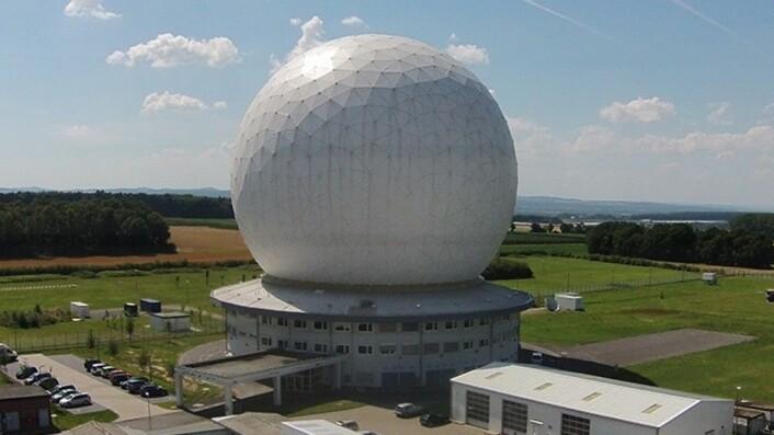 Forskningsradaren ved Fraunhofer utenfor Bonn i Tyskland. (Foto: Fraunhofer FHR)