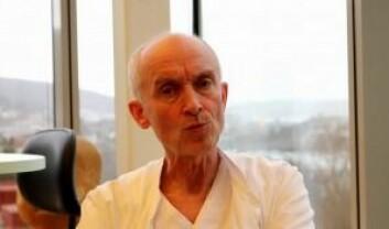 Kristian Sommerfelt, professor ved Universitetet i Bergen, har jobbet med ME-syke barn i rundt 25 år. Han mener at ME-forskere i altfor stor grad har sammenliknet epler og pærer. (Foto: Skjermdump fra YouTube, Norges Myalgisk Encefalopati Forening)