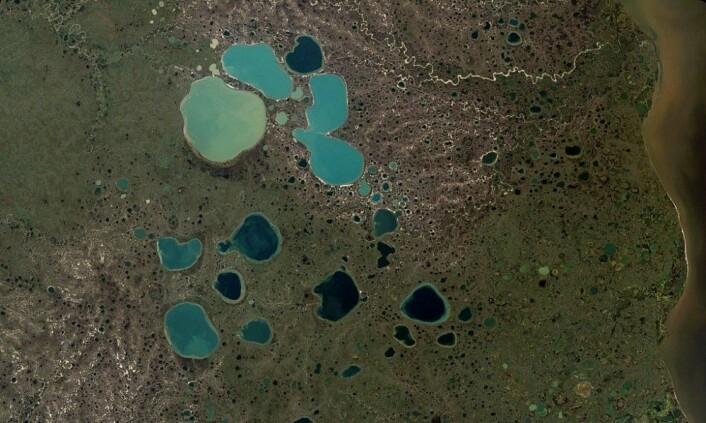 Dette er dødisgroper i Sibir. (Bilde: NASA)