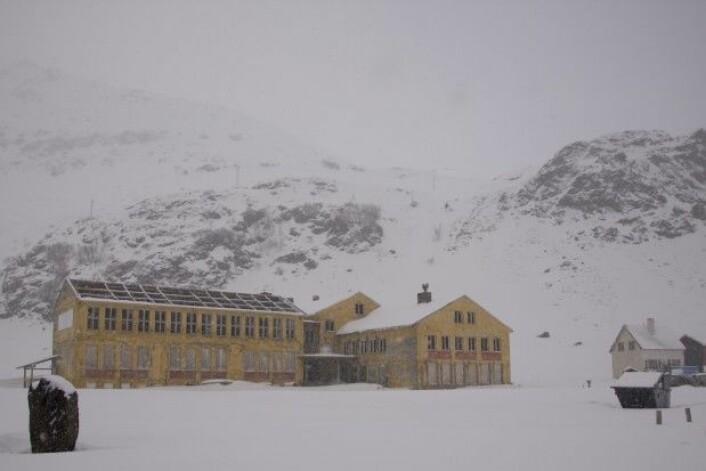 Sarnes internat ligger noen kilometer fra Honningsvåg sentrum i Finnmark. (Foto: Jørn Berger-Nyvoll)