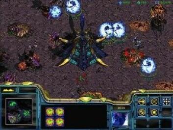 I dataspillet StarCraft utkjemper man kriger med andre raser i verdensrommet. Men store deler av slagmarken er skjult, og derfor må man vurdere nøye hva motstanderne egentlig planlegger. (Screenshot: Gorekun)