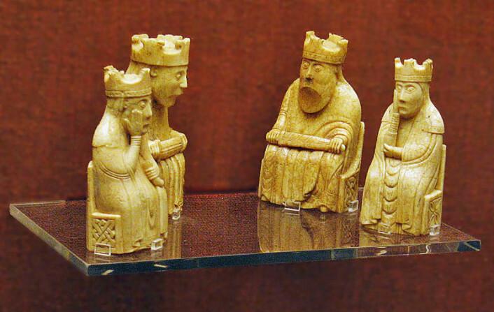 93 sjakkbrikker ble funnet nedgravd på Hebridene på 1100-tallet. Brikkene tilhører i dag British Museum og National Museum i Skottland. (Illustrasjonsfoto: Andrew Dunn, Wikimedia Commons)