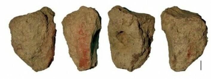 Rød oker ble brukt i kroppsmaling for å opprettholde sosiale bånd internt i egen flokk eller mellom ulike sosiale grupper og er et tegn på at menneskene som levde for 300 000 år siden var sosiale. (Foto: Francesco d'Errico / UiB)