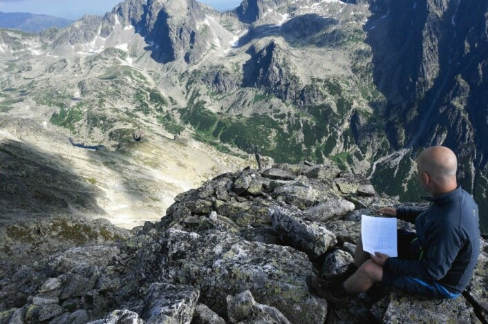 Her er fjellforskarane på ein topp i Tatrafjellene. (Foto: Siri Haugum)