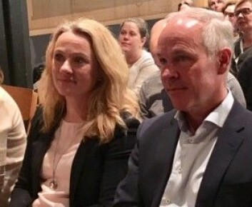 Arbeids- og sosialminister Anniken Haugli og utdannings- og integreringsminister Jan Tore Sanner måtte stå skolerett idag, da OECD la frem forslag til hva Norge bør gjøre bedre for å få flere unge i utdanning og arbeid. (Foto: Anne Lise Stranden/forskning.no)