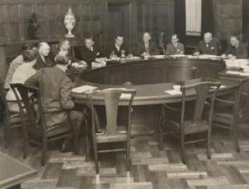 Fra forhandlinger mellom arbeidsmarkedets parter i 1959. (Foto: Janne Woldbye/Arbeidermuseets arkiv)