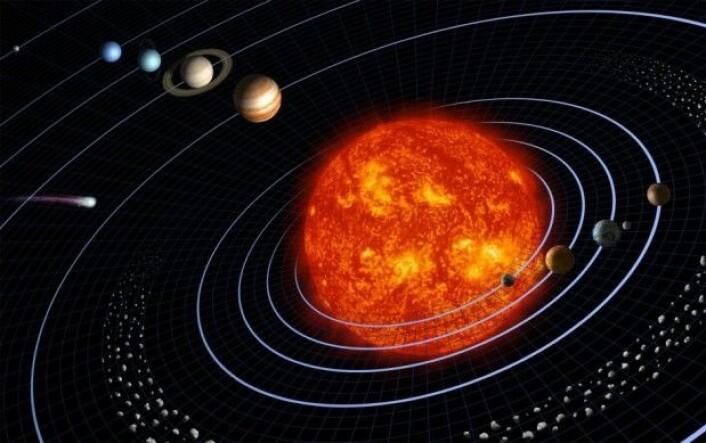 I midten av solsystemet vårt er solen. Tettest på solen finnes i dag fire steinplaneter – Merkur, Venus, jorden og Mars. Deretter kommer asteroidebeltet, og lenger ute finnes de store gassplanetene. Den nye studien foreslår at steinplaneter og asteroider opprinnelig oppsto fordi grus og småstein samlet seg og vokste seg stadig større. (Illustrasjon: NASA/Smith/Generosa)
