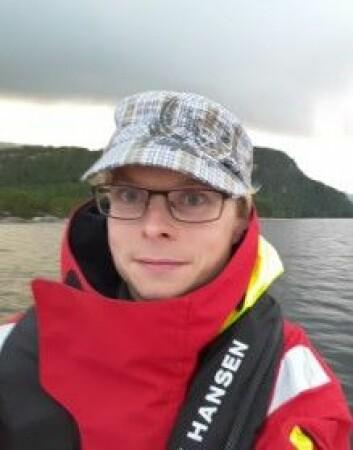 Antti Eloranta forsker blant annet på hvordan fisk og økosystemer påvirkes i kraftmagasiner. (Foto: Privat)