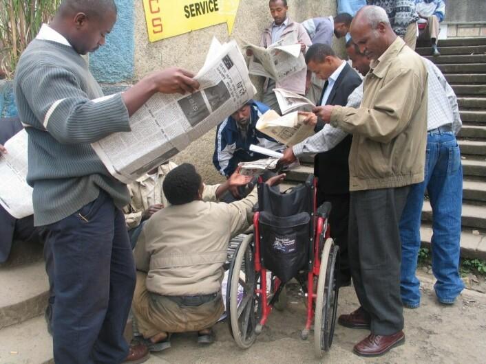 Avisleserne iAddis Abeba i Etiopia får vite lite om de mange konfliktene i landet. (Foto: Joseph Girmay)