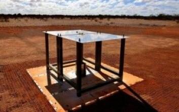 Den ser ikke så imponerende ut, radioantennen midt i den australske ørkenen. Men den har sannsynligvis fanget stråling fra de første stjernene i universet. (Foto: CSIRO Australia)