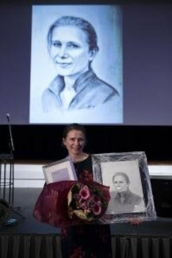 Maren Ranhoff Hov mottok pris fra LHL Hjerne for sin forskning på akuttmedisin ved hjerneslag i februar. (Foto: Christopher Olssøn/LHL)
