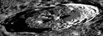 Kanskje kommer mennesker en gang til å bo under det store månekrateret Philolaus, som er 70 kilometer i diameter og 3,4 kilometer dypt. Fra bunnen av krateret ville man ha en flott utsikt til jorden. (Foto: NASA/LRO/SETI/Mars Institute/Pascal Lee)