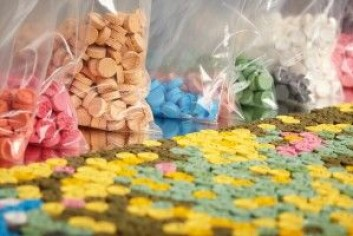 Pillene med MDMA finnes i mange forskjellige farger, ofte med logo fra et kjent varemerke. Mengden av MDMA varierer nokså mye fra pille til pille. Den danske Sundhedsstyrelsens rapport om Illegale Stoffer fra 2017 viste at mengden varierer fra 1 til 218 mg per tablett. (Foto: Couperfield / Shutterstock / NTB scanpix)