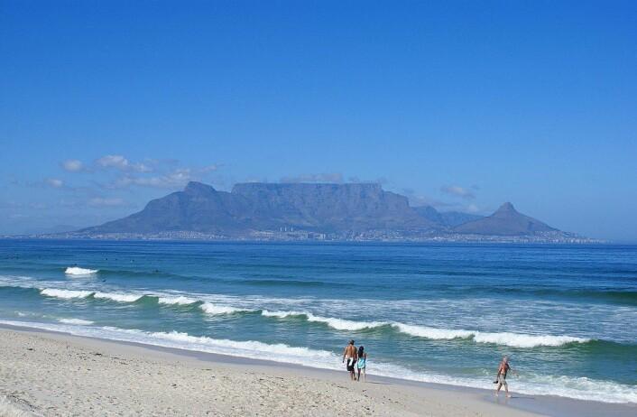Table mountain sett fra en strand i Cape Town. (Foto: Danie van der Merwe/CC BY 2.0)