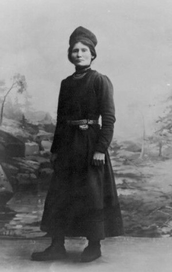 Flere av de første kvinnelige folkevalgte var jordmødre. Den samiske politikeren Elsa Laula Renberg er et eksempel. (Foto: Ukjent/Saemien Sijtes fotoarkiv)