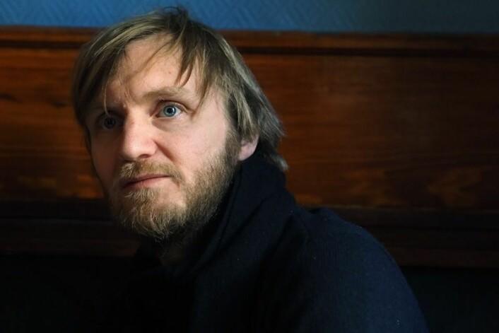 Øystein Rudningen Skjælaaen er den første som har studert menneskene som starter dagen på pub. (Foto: Ola Sæther)