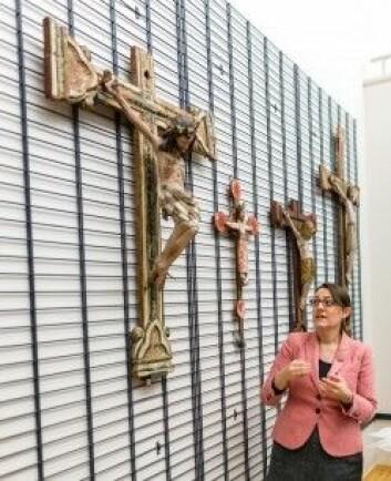 Kunsthistoriker Margrethe C. Stang er glad for at kirkekunstsamlingen nå har kommet fram i lyset. (Foto: Julie Gloppe Solem / NTNU)