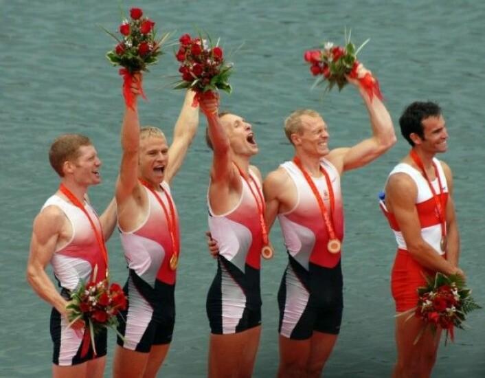 Eskild Ebbesen (nummer 2 fra høyre) sier at han ble båret fram av den indre motivasjonen – lysten på å arbeide mot «den perfekte gliden i båten», samtidig med at alle på laget ga alt det de hadde. Det var supplert av en ytre motivasjon om å bli best i verden, noe han blant annet klarte under OL i Beijing i 2008. (Foto: Brian Martin Rasmussen)