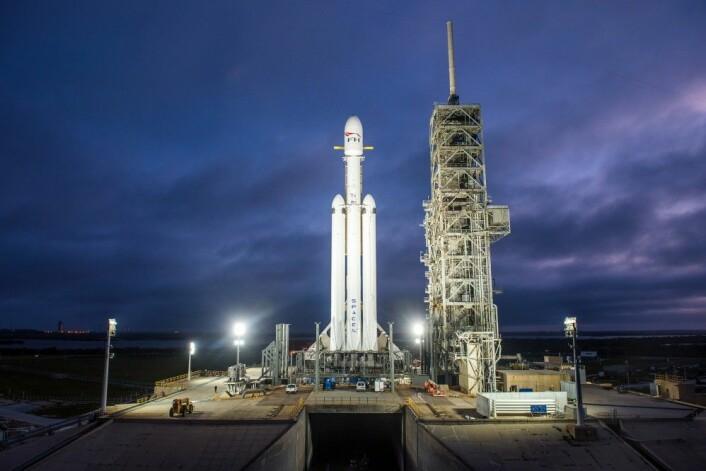 Falcon Heavy, Launch Complex 39A på Kennedy Space Center, 28. desember 2017. Herfra ble også den første bemannede måneferden Apollo 11 skutt opp i 1969. (Foto: SpaceX)