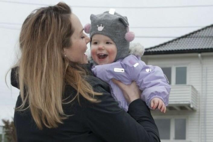 Annette Sørlie Stray var aldri i tvil om at hun ville føde datteren Ella på naturlig vis. (Foto: Christine Gulbrandsen)
