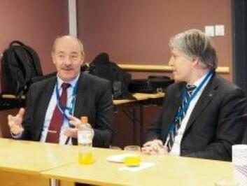 Direktør ved Norsk Polarinstitutt Ole Arve Misund (t.v.) og klima- og miljøminister Ola Elvestuen var begge til stede på presentasjonen. (Foto: Polarinstituttet)