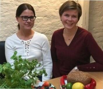 Gro Haarklou Mathisen (t.v) og Astrid Bjerkås har skrevet en bok som slår et slag for forskningen om mat. De mener at forskerne er enige om mye når det gjelder hva som er bra mat. Likevel framstår det ofte som om de ikke er enige om noen ting. (Foto: Siw Ellen Jakobsen)
