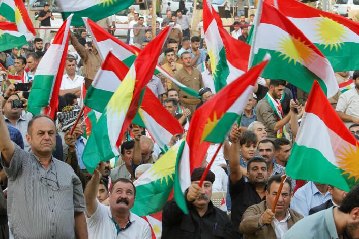 Kurdere på valgmøte før folkeavstemningen i Kurdistan 25. september i fjor, som ga et klart flertall for løsrivelse fra Irak. Kort tid etter avstemningen invaderte irakiske styrker deler av Kurdistan og tok fra kurderne millionbyen Kirkuk og viktige oljefelter. Dlawer Ala'Aldeen er kritisk til hvordan kurdiske politikere gikk fram og hvordan det hele ble til en fiasko for kurderne. (Foto: Ako Rasheed/Reuters/Scanpix)