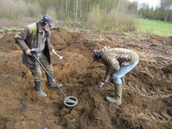 Mange gjenstander fra Vejerslevgraven er funnet takket være entusiaster med metalldetektorer. (Foto: Jens Jeppesen, Moesgård Museum)