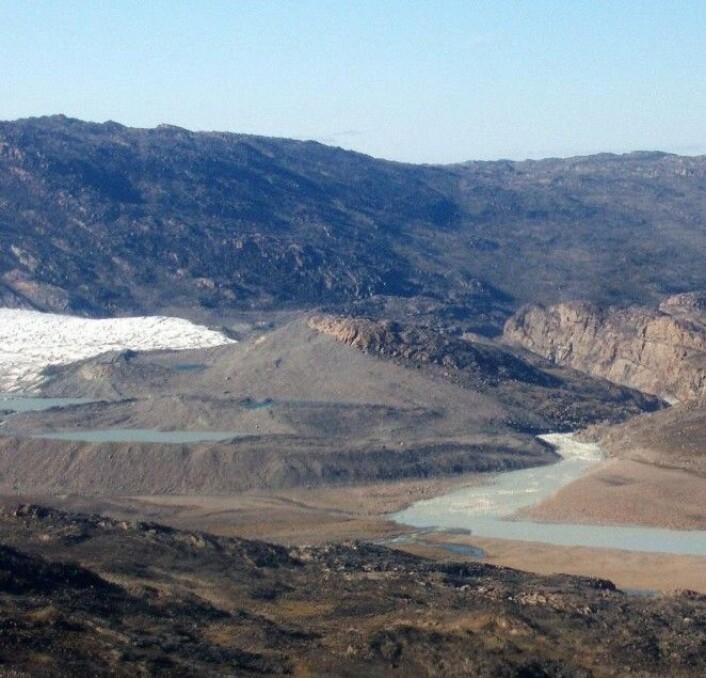 Hoveddelen av strømningen fra det 6500 km<sup>2</sup> store Tasersiaq-bassenget i Sørvest-Grønland er smeltevann fra innlandsisen. Derfor viser målinger av strømningen hvor mye smelting det har vært fra isen. (Foto: Andres Ahlstrøm/GEUS)