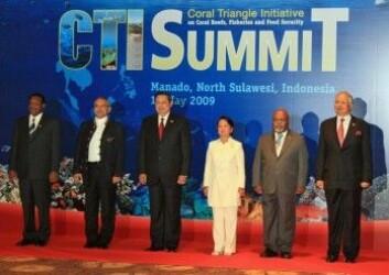 Seks presidenter og statsministre lanserte Koralltriangelinitiativet i 2009. Fra venstre Derek Sikua (Salomonøyene), Francisco Xavier do Amaral (Øst-Timor), Susilo Bambang Yudhoyono (Indonesia), Gloria Macapagal Arroyo (Filippinene), Michael Somare (Papua Ny-Guinea) og Najib Razak (Malaysia).