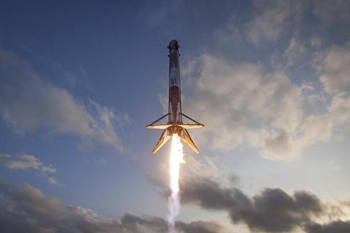Et førstetrinn til SpaceX Falcon-9 myklander for andre gang etter gjenbruk. (Foto: SpaceX)