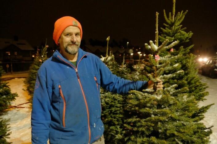Juletreprodusent Ole Martin Eggen har selv testet fjelledelgrana. (Foto: Siri Elise Dybdal)