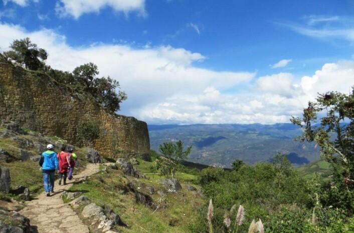 Chachapoyas-folket bygde fortet Kuelap 3000 meter over havet, før inkaene dannet sin kjente by Machu Picchu i fjellene sør i Peru. Fortet blir kalt det nordlige svaret på Machu Picchu. (Foto: Chiara Barbieri)