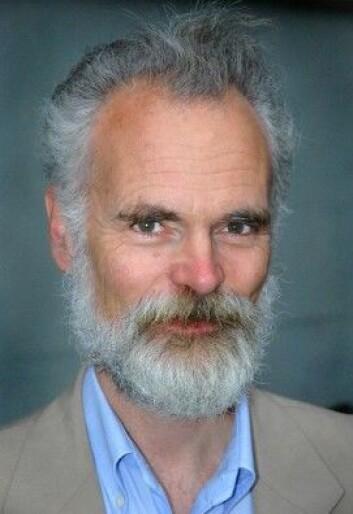 Tom Schmidt er professor ved institutt for lingvistiske og nordiske studier, og har forsket på norske stedsnavn i en årrekke. (Foto: Ram Gupta / Universitetet i Oslo)