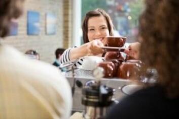 Mange ville sikkert fortsette å kjøpe kaffe selv om markedsprisen på kaffe steg – det oppfatter den klassiske økonomiske tankegangen som irrasjonell oppførsel. (Foto: Tyler Olson / Shutterstock / NTB scanpix)