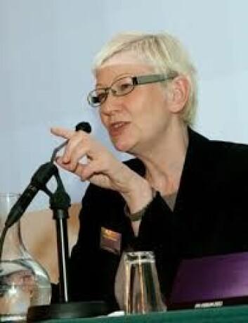 Anne-Lise Hammer, kommunikasjonsdirektør ved Forsvarets forskningsinstitutt, sier at forskere ved FFI ikke står fritt til å forske og publisere det de selv vil. (Foto: FFI)