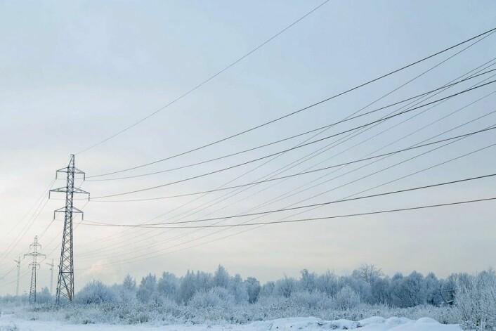 En isstorm i Quebec og deler av Ontario i 1998 førte til at mer enn en million mennesker mistet strøm og forårsaket milliarder dollar i skade. Men hva om du kunne forhindre isoppbygging på overføringslinjer? (Foto: Colourbox)