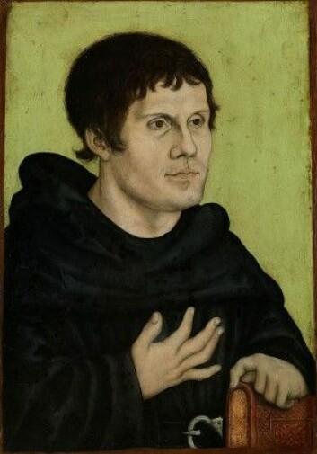 Gud snakker direkte til menneskene gjennom Bibelen, slo Luther fast. Selv oversatte han boken til tysk og fikk den spredd til svært mange takket være Gutenbergs nye trykkmaskin. Her er nok et bilde malt av vennen hans Lucas Cranach den Eldre.