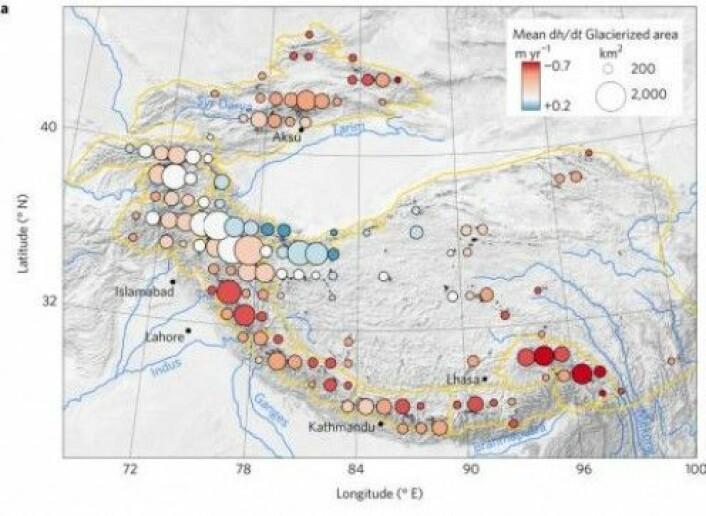 En av figurene hvor forskerne viser utviklingen av breene i Høyfjells-Asia. Fargene viser hvor breene minsker mest (rødt), samt et lite område hvor det er en svak økning i bremengde (blått). (Kilde: Nature Geoscience)