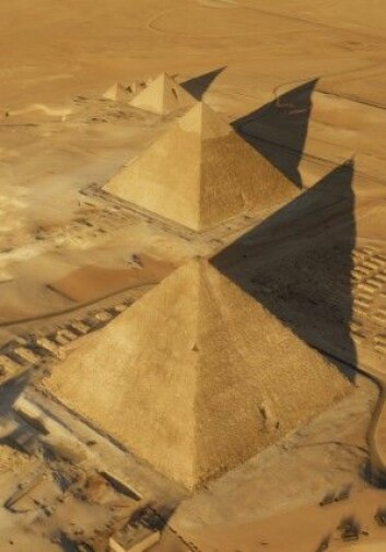 Kheopspyramiden er den største pyramiden i Giza. Litt av toppen har ramlet av, men bygget rager fortsatt 139 meter i været. (Foto: ScanPyramids mission)