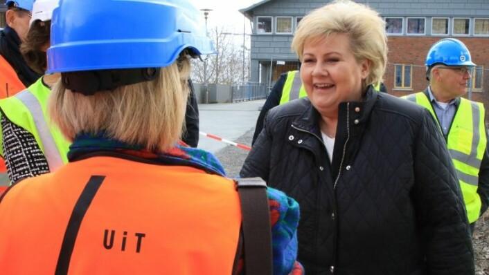 FORTSATT SJEFEN: Nylig valgte det norske folk Erna Solberg (H) som statsminister i fire nye år. Her fra da hun besøkte UiT Norges arktiske universitet i mai. (Foto: Karine Nigar Aarskog)