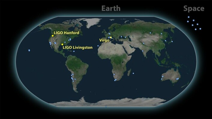 Tre detektorer for gravitasjonsbølger og rundt 70 teleskoper verden over var med på å dokumentere kollisjonen mellom nøytronstjernene. (Illustrasjon: LIGO-Virgo)