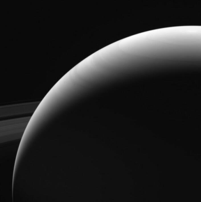 Dette bildet fra 13. september viser et av de siste portrettene Cassini tok av selve Saturn. Bildet viser Saturns nordlige halvkule. (Foto: Nasa)