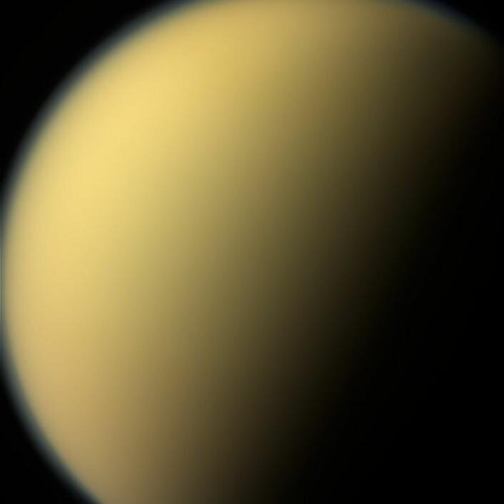 Et av de siste bildene av Saturns største måne Titan, tatt 13. september 2016. (Foto: Nasa)