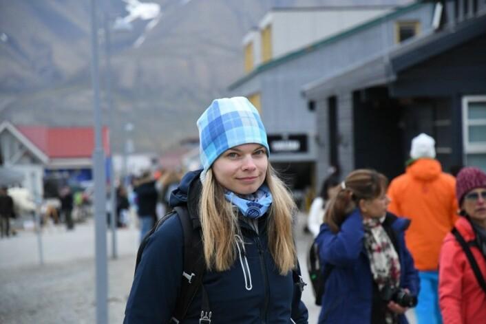 Forsker Julia Olsen i Longyearbyen. (Foto: Thoralf Fagertun)