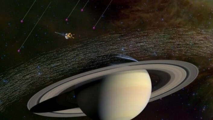 Cassini har samlet millioner av støvkornprøver fra Saturn. En del av prøvene kommer trolig fra et annet solsystem. Forskerne mener at de har en interstellar opprinnelse, for de beveger seg mye raskere og i andre retninger enn støvet som stammer fra Saturn. (Illustrasjon: Nasa)