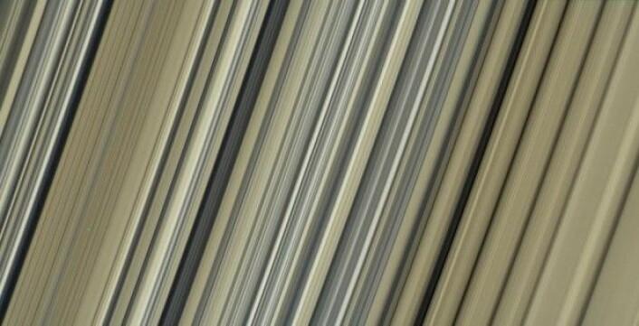 Fargebildene her har den høyeste oppløsningen som noensinne er tatt av Saturns ringer. (Foto: Nasa/JPL-Caltech/Space Science Institute)